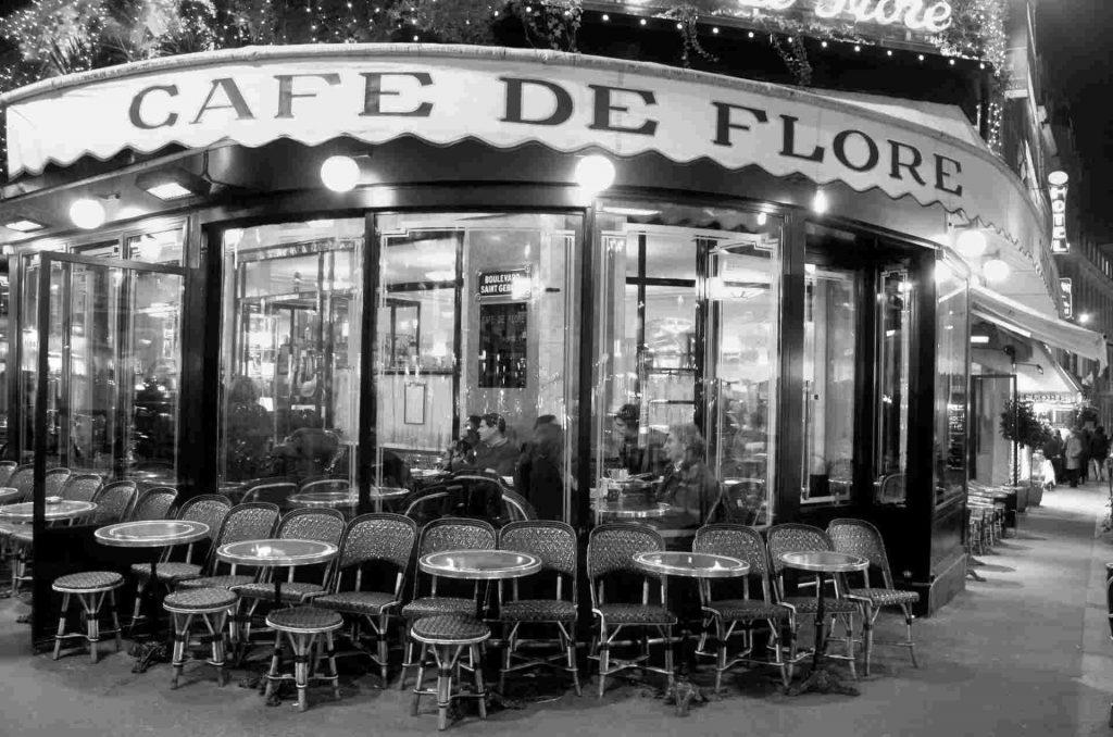 ingresso del café de flore di Parigi nel quartiere latino.