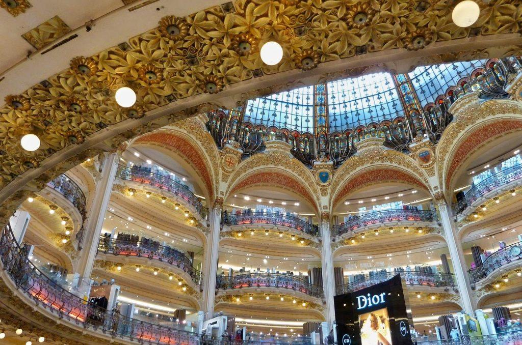 terrazze interne della galleria lafayette di parigi.