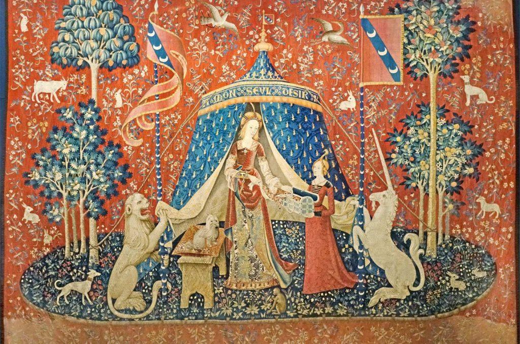 particolare dll'arazzo della dama con l'unicorno nel museo del medioevo di Cluny a Parigi.