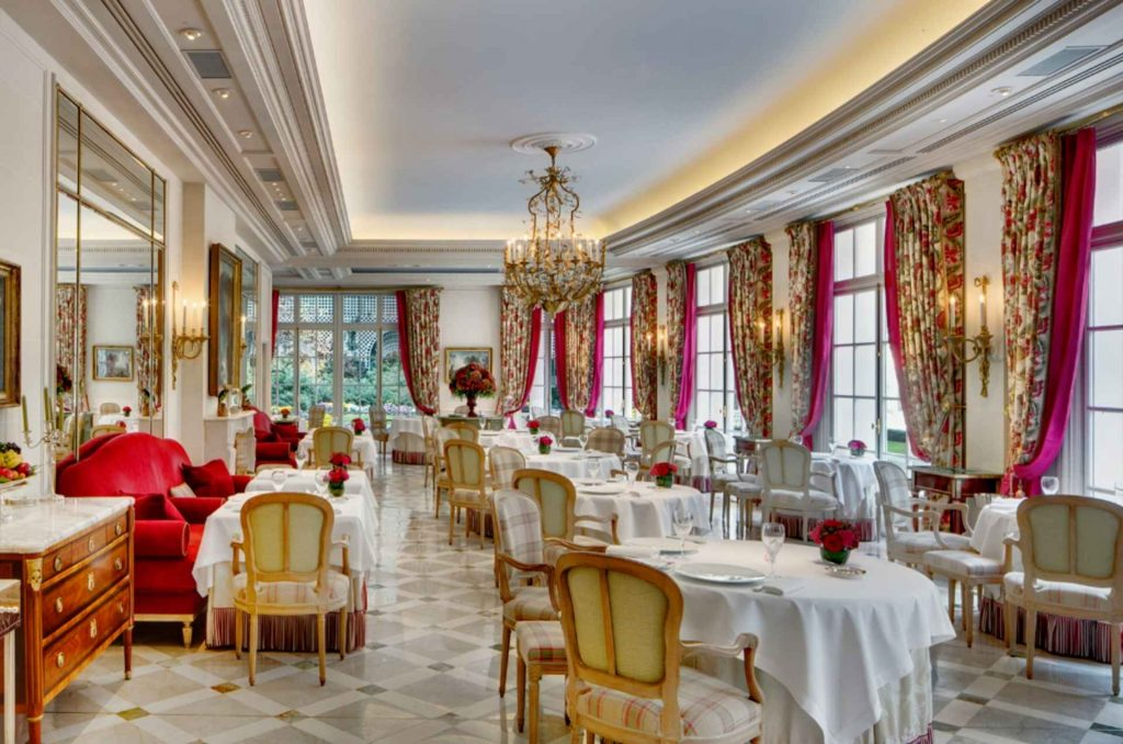 sala interna del ristorante epicure a Parigi