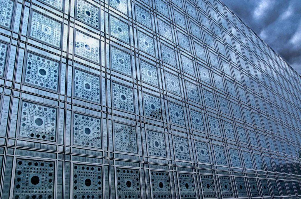 facciata dell'istituto del mondo arabo a Parigi