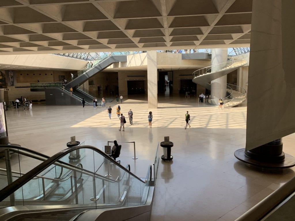 Museo del Louvre - L'accoglienza sotto la Piramide