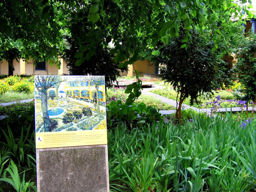 Chiostro dell'Espace Van Gogh - antico Hotel Dieu