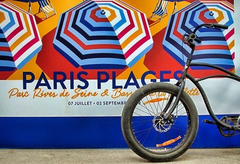 bicicletta davanti ad un pannello