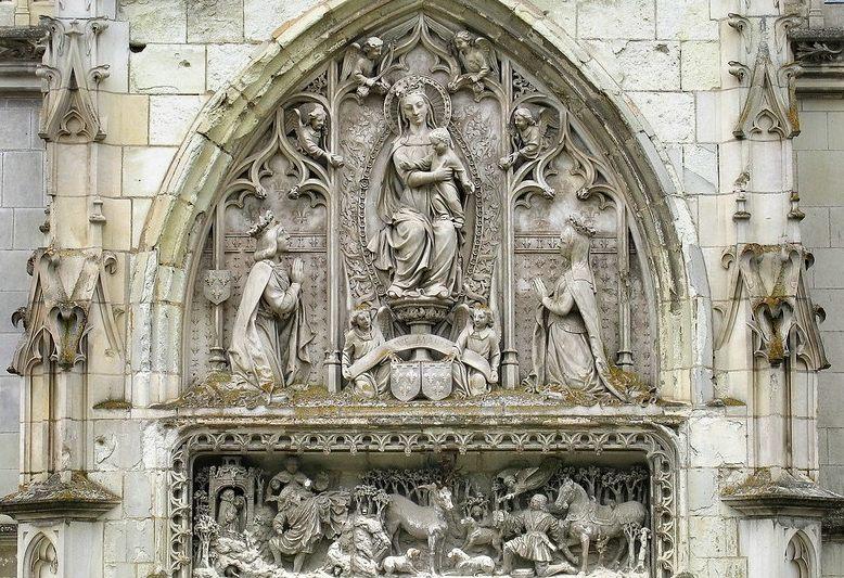 decorazione scultorea del frontone della cappella a amboise