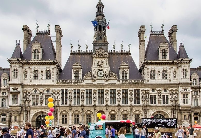 facciata del comune di parigi