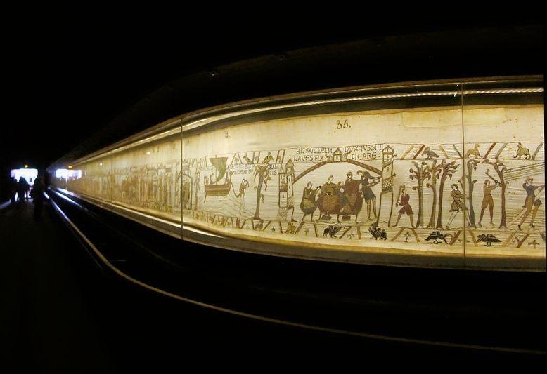 tapisserie di Bayeaux che narra la battaglia di Hastings