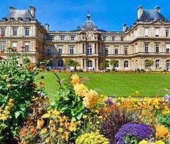 visuale del palazzo Lussemburgo e dei suoi giardini nel quartiere latino di Parigi