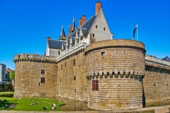 vista delle mura di cinta del castello di Nantes