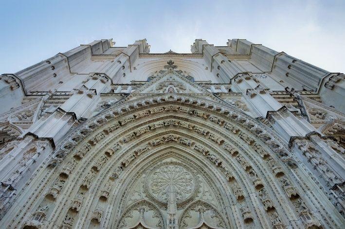vista della facciata della cattedrale di Nantes